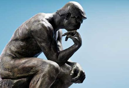 Photo The Thinker Statue thinking about popular dental myths